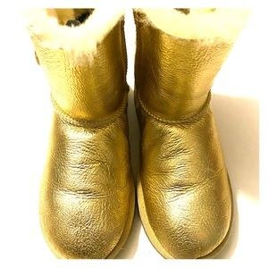 Ugg Kids Bailey button metallic gold boots - sz 2